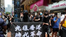 Manifestantes de Hong Kong se preparan para llevar su lucha al edificio legislativo de la ciudad
