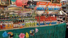 Tienda de comestibles llena barra de ensaladas con cerveza, cereales y dulces debido al virus