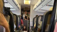 Mamá se angustia por crisis de su hijo autista en avión, pero pasajeros y tripulación salvan el día