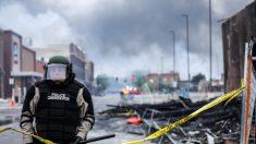 Policía: Víctima se enfrentó a manifestantes con machete para 'supuestamente proteger su vecindario'