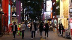 Nuevo brote pone en jaque a Seúl y obliga a retrasar la apertura de colegios