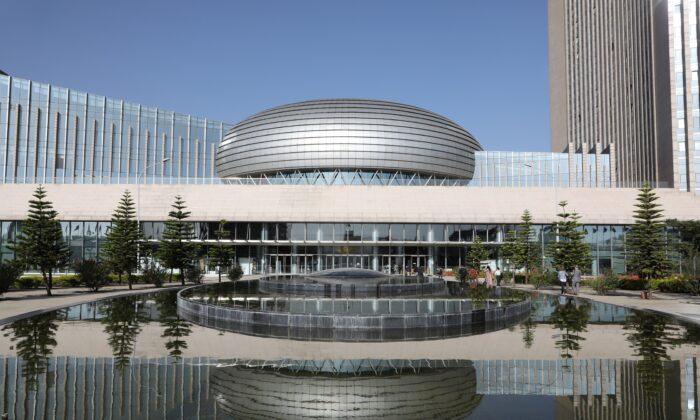 La fachada de la sede de la Unión Africana (UA) en Addis Abeba, el 13 de marzo de 2019. (Ludovic Marin/AFP a través de Getty Images)