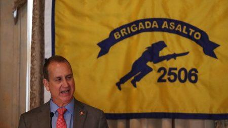 """República de Cuba """"colapsó a manos de la tiranía de Castro"""" dijo el congresista Mario Díaz-Balart"""