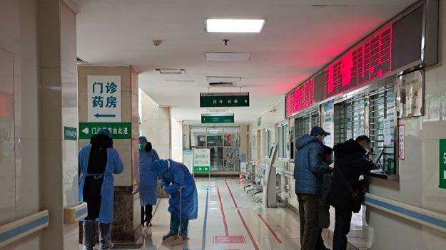 Wuhan: Arrestan a mujer por buscar justicia para su hija que murió a causa del virus del PCCh