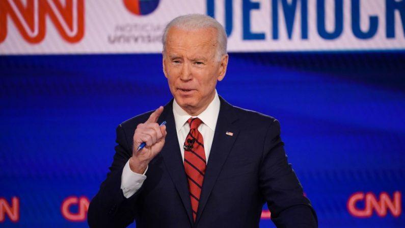 El aspirante a la presidencia demócrata, el ex vicepresidente de Estados Unidos Joe Biden, participa en el 11º debate presidencial del Partido Demócrata 2020 en un estudio de CNN, en Washington, DC, el 15 de marzo de 2020. (MANDEL NGAN/AFP vía Getty Images)