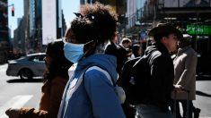 A medida que EE.UU. vuelve a la normalidad, se requiere el uso de mascarillas solo para algunos
