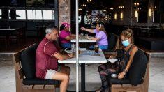 Los restaurantes se adaptan a los nuevos protocolos de seguridad en EE.UU.