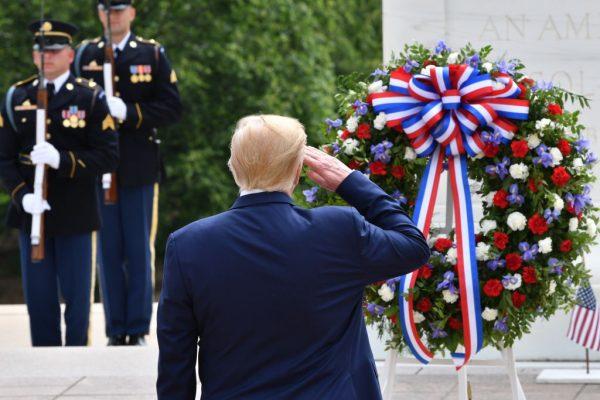 El Presidente Trump visita el cementerio de Arlington y el Fuerte McHenry para el Día de la Recordación