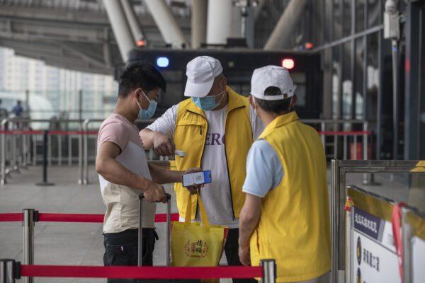 Brote del Covid-19 golpea el noreste de China de nuevo y se cierran escuelas por tercera vez