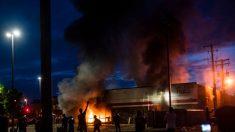 Jefe de policía de Minneapolis dice que los manifestantes violentos no eran de la ciudad