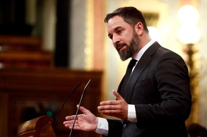 """Santiago Abascal, presidente de VOX durante la sesión plenaria de la Cámara Baja, en Madrid. El Parlamento debatirá la prolongación del """"estado de alarma"""" hasta el 11 de abril. (Foto de Mariscal / Agencia EFE - Pool / Getty Images)"""