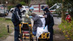 """Mujer de 103 años estaba """"lista para morir"""" de Covid-19, pero se recuperó y celebró con cerveza"""