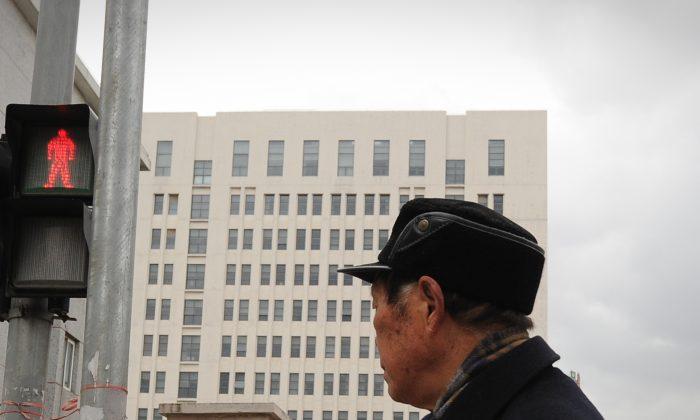 El edificio de 12 pisos que un informe de la empresa de seguridad de internet Mandiant identificó como el hogar de un grupo de hackers dirigido por militares chinos en Shanghai el 19 de febrero de 2013. (Peter Parks/AFP/Getty Images)