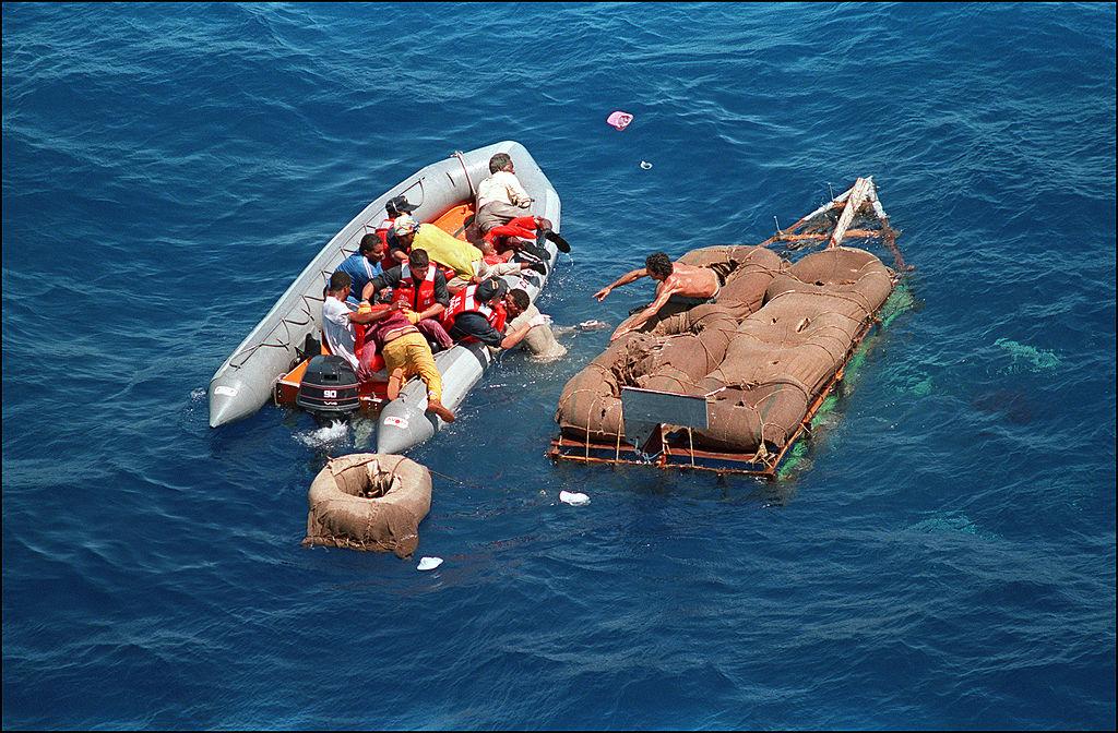 Seis inmigrantes cubanos llegan en una embarcación a los Cayos de Florida