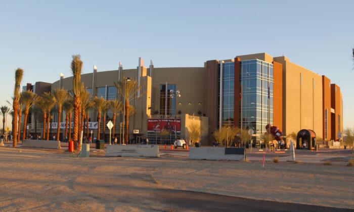 Vista exterior del Glendale Arena, la sede de los Coyotes de Phoenix ubicada en el Distrito de Entretenimiento Westgate en Glendale, Arizona. (Barry Gossage/Getty Images)
