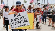 Manifestantes de California debaten sobre la presión mental y la importancia de la libertad