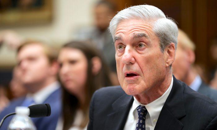 El exconsejero especial de Estados Unidos, Robert Mueller, testifica ante el Comité de Inteligencia de la Cámara de Representantes el 24 de julio de 2019. (Chip Somodevilla/Getty Images)