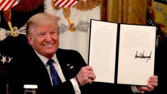 Trump firma orden ejecutiva que reduce regulaciones federales para estimular el crecimiento económico