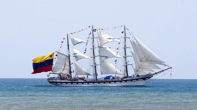 En la imagen un registro del buque insignia de la Armada venezolana, el Simón Bolívar. EFE/Orlando Barría/Archivo
