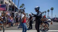 Condados de California reabrirán desafiando el confinamiento