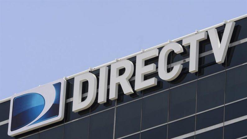 Vista del logo del proveedor de servicios satelitales de DirecTV. EFE/Michael Nelson/Archivo