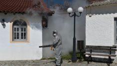Grecia dará la bienvenida a turistas en julio, alentada por los bajos recuentos de COVID-19