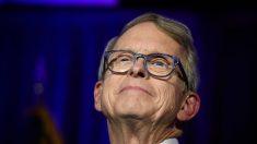 Gobernador de Ohio se opone a legislación que busca debilitar las leyes de vacunación anti-COVID