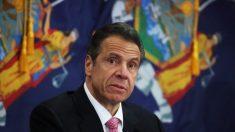 Cuomo reporta aumento en 24 horas de hospitalizaciones y muertes por virus del PCCh en Nueva York
