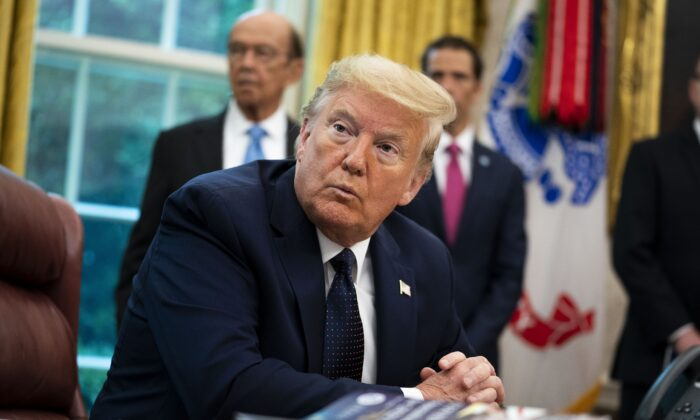 El presidente Donald Trump en el Despacho Oval de la Casa Blanca el 28 de mayo de 2020. (Doug MIlls-Pool/Getty Images)