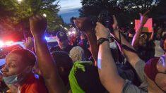 Más de 60 oficiales y agentes del servicio secreto quedaron heridos cerca de la Casa Blanca: Agencia