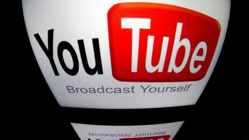 """El logotipo de """"YouTube"""" en una tablet en París, Francia, el 4 de diciembre de 2012. (Lionel Bonaventure/AFP/Getty Images)"""