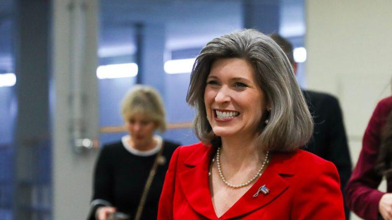 La senadora Joni Ernst (R-Iowa) en el área del metro del Capitolio en Washington el 4 de febrero de 2020. (Charlotte Cuthbertson/The Epoch Times)