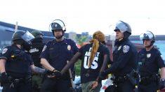 Camionero que chocó contra manifestantes en el puente de Minneapolis fue liberado sin cargos