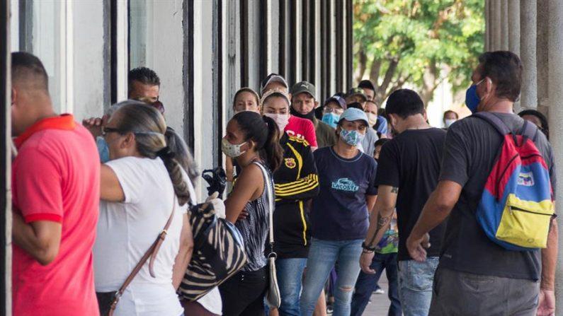 El régimen venezolano reportó hasta este domingo 5.297 casos de personas contagiadas con el coronavirus, de las que 44 personas fallecieron. EFE/ Henry Chirinos/Archivo