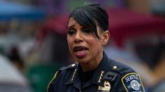 Desfinanciar a la policía imprudentemente llevaría a la pérdida de empleos, dice jefa de policía de Seattle