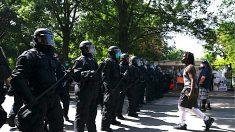 Policía de DC comienza a despejar a los manifestantes de la 'Zona Autónoma' cerca de la Casa Blanca
