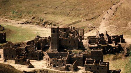 Pueblo medieval del siglo XIII, sumergido dentro de un lago italiano, reemerge en 2021