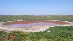 Antiguo lago formado por cráter de meteorito cambió repentinamente de color aturdiendo a científicos