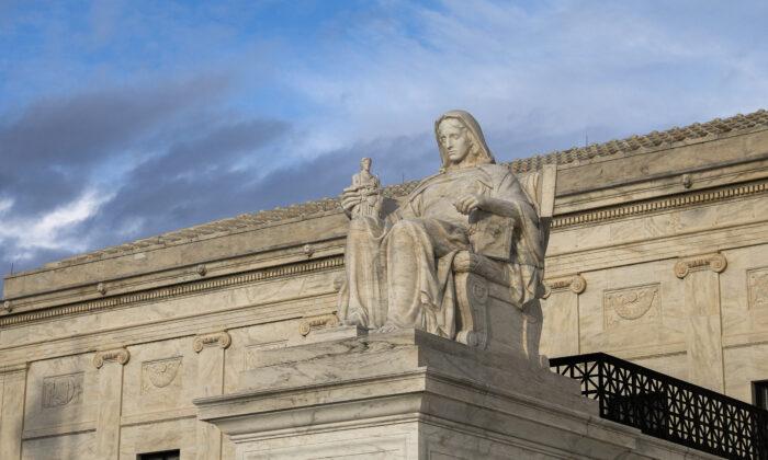 Estatua de la Contemplación de la Justicia de la Corte Suprema en Washington el 10 de marzo de 2020. (Samira Bouaou / The Epoch Times)
