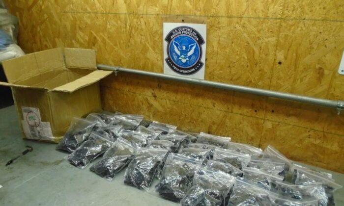 Una muestra de partes de armas de fuego que el Servicio de Aduanas y Protección de Fronteras de los Estados Unidos (CBP) confiscó en Louisville, Kentucky. (Dominio público)