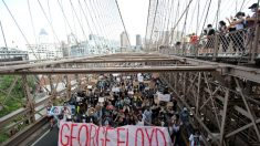 """Activista protesta contra las autoridades chinas: """"yo siento el dolor por George Floyd"""""""
