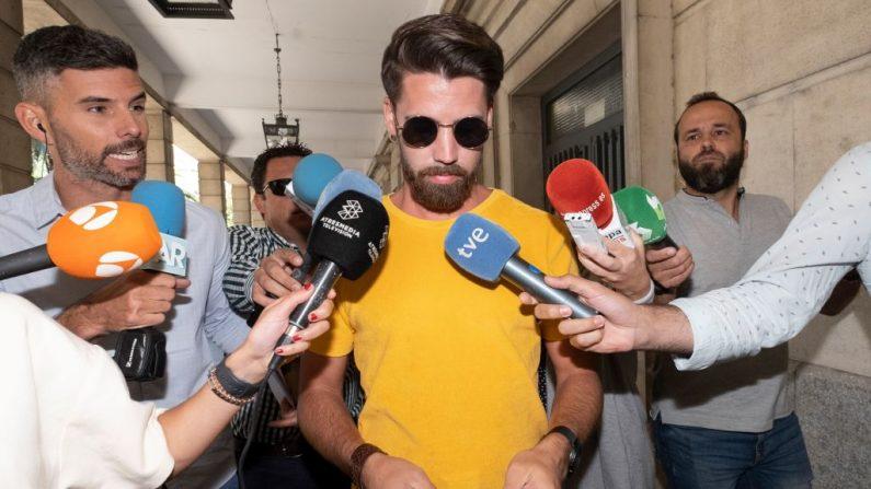Leve condena de prisión para pandilla Española La Manada por abuso sexual