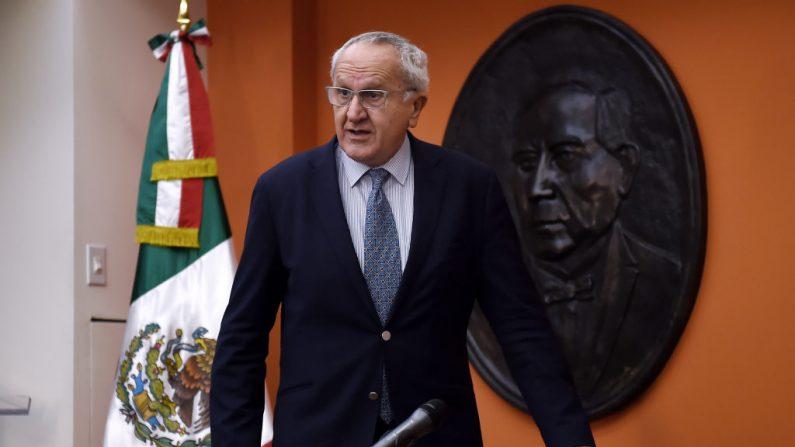 El negociador mexicano del tratado comercial USMCA con Estados Unidos y Canadá, Jesús Seade, llega a la embajada de México en Washington, DC, el 16 de diciembre de 2019. (Foto de OLIVIER DOULIERY/AFP vía Getty Images)