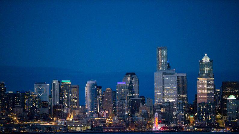 El horizonte de Seattle se ve al atardecer del 6 de abril de 2020, en Seattle, Washington. (Karen Ducey/Getty Images)