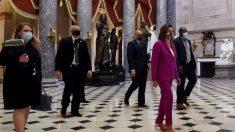 """Pelosi exige que se retiren del Capitolio de EE.UU. 11 estatuas que """"rinden homenaje al odio"""""""