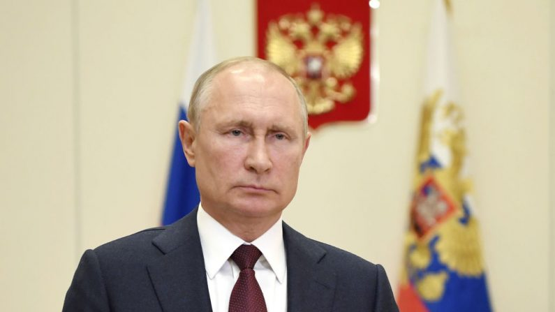 El líder ruso Vladimir Putin en su residencia estatal de Novo-Ogaryovo, en las afueras de Moscú (Rusia), el 28 de mayo de 2020. (ALEXEY NIKOLSKY / Sputnik / AFP vía Getty Images)