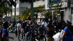 Venezolanos necesitarán hasta 10 salarios para llenar sus vehículos de gasolina