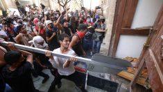 Gobernador de Jalisco advierte que el responsable de incendiar a un policía deberá pagar por sus actos