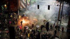 Conductor de Seattle dispara a un manifestante cuando una multitud rodea su auto
