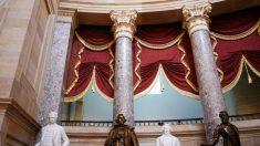 Encuentran objetos dentro de la estatua de Jefferson Davis al retirarla del Capitolio de Kentucky